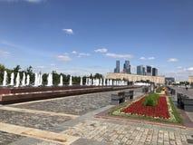 Città di vittoria del parco della strada di giorno di estate di Mosca fotografia stock