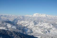 Città di Wagrain in valle in alpi nell'inverno Immagini Stock Libere da Diritti