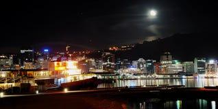 Città di Wellington alla notte Immagini Stock