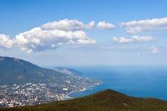 Città di Yalta dalle montagne Fotografia Stock Libera da Diritti