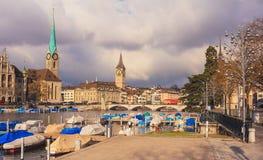 Città di Zurigo un giorno nuvoloso in autunno tardo Immagini Stock