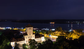 Città Drobeta Turnu-Severin, Romania di notte Fotografia Stock