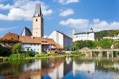 Città e castello Rozmberk nad Vltavou, regione della Boemia del sud, repubblica Ceca, Europa Immagine Stock