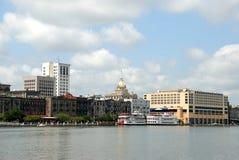 Città e fiume della savanna Immagine Stock Libera da Diritti