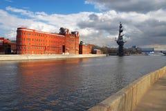Città e fiume di Mosca. fotografia stock libera da diritti