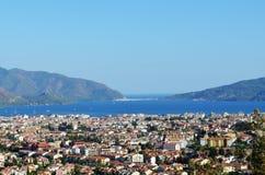 Città e mare panoramici Fotografia Stock