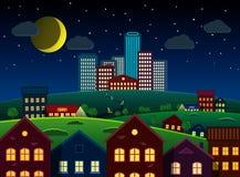 Città e periferia sulla collina alla notte Immagini Stock Libere da Diritti