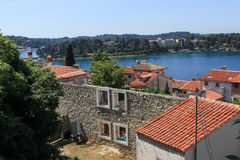 Città e vista di Rovigno in mare - Croazia Fotografia Stock