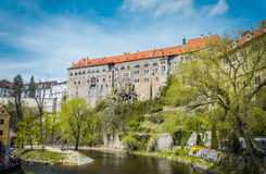 Città europea accogliente antica sul fiume della Moldava Cesky Krumlov, Boemia meridionale Fotografie Stock Libere da Diritti