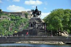 Città Germania 03 di Coblenza 05 i fiumi d'angolo tedeschi il Reno del monumento 2011historic e il mosele circolano insieme su un Fotografie Stock Libere da Diritti