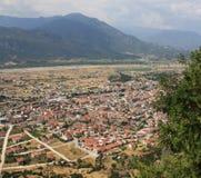 Città giù del monastero di Meteora fotografie stock
