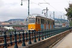 Città gialla di Budapest della linea tranviaria Fotografie Stock Libere da Diritti