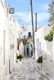 Città greca tipica dell'isola - isola di Paros, Grecia Fotografia Stock