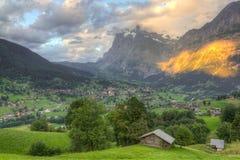 Città Grindelwald al tramonto, Svizzera Immagine Stock Libera da Diritti