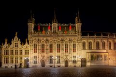 Città Hall Stadhuis van Brugge alla notte, Bruges, Belgio, Europa di Bruges immagini stock