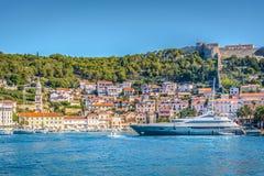 Città Hvar - paesaggio urbano di estate Immagine Stock Libera da Diritti