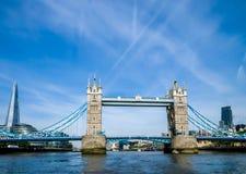 Città/Inghilterra di Londra: Ponte della torre nella sera fotografie stock libere da diritti