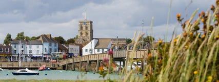 Città inglese della riva del fiume fotografie stock