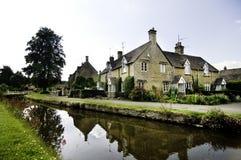 Città inglese singolare antica del villaggio del paese immagini stock