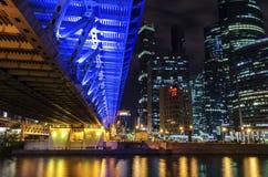 Città internazionale di Mosca del centro di affari di Mosca alla notte Notte urbana della metropoli del paesaggio con i grattacie Immagine Stock Libera da Diritti