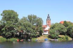 Città-isola in Havelberg con la chiesa di St Lawrence fotografie stock libere da diritti