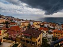 Città italiana pronta per la tempesta immagine stock