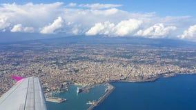 Città, l'Etna ed ionico di Catania immagini stock libere da diritti