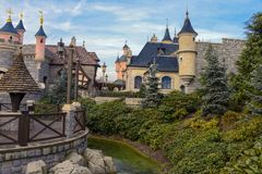 Città medievale vicino al castello di bella addormentata Fotografia Stock Libera da Diritti