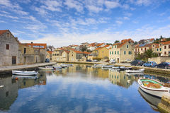 Città mediterranea separata con il canale Fotografie Stock Libere da Diritti