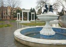 Città Mineral'nye Vody, fontana sulla prospettiva di Karl Marx Fotografie Stock Libere da Diritti