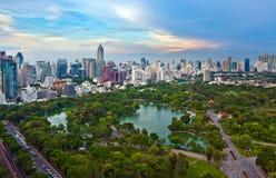 Città moderna in un ambiente verde Immagini Stock Libere da Diritti