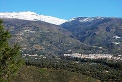 Città in montagne, Orgiva, Andalusia, Spagna. Immagine Stock Libera da Diritti