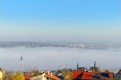 Città nella nebbia Fotografia Stock