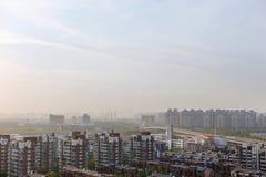 Città nella nebbia Inquinamento ambientale Fotografia Stock