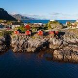 Città scenica del villaggio di Reine, isole di Lofoten immagini stock