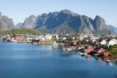 Città scenica di Reine sulle isole di Lofoten in Norvegia Immagini Stock
