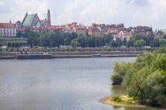 Città sopra il fiume Varsavia sopra la Vistola La vecchia città è il polacco ed i boulevard viennesi Grattacieli e storico Immagini Stock