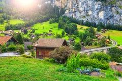 Città spettacolare con le alte scogliere, Bernese Oberland, Svizzera, Europa di Lauterbrunnen Immagine Stock Libera da Diritti