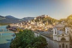 Città storica di Salisburgo con la fortezza famosa, Austria Immagine Stock