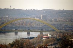 Città sul fiume di Ohio immagine stock libera da diritti