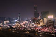 Città svegliata di notte Immagine Stock