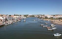 Città Tavira al fiume di Gilao, Portogallo Fotografia Stock
