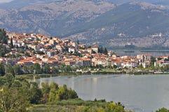 Città tradizionale di Kastoria alla Grecia Fotografia Stock Libera da Diritti
