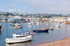 Città turistica di Teignmouth Devon del fiume di Teign con cielo blu fotografia stock libera da diritti