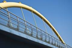 Città urbana, ambiente industriale con il tubo giallo Immagine Stock