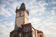 Città Vecchia Corridoio sotto il cielo nuvoloso, Praga immagine stock