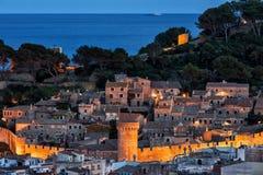 Città Vecchia di Tossa de Mar al crepuscolo Fotografia Stock