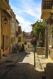 Città Vecchia storico di St Tropez, una località di soggiorno popolare sul mar Mediterraneo, Provenza, Francia fotografia stock libera da diritti