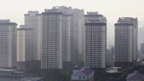 Citt? cinese inquinante di mattina Fantasma residenziale video d archivio