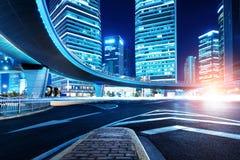 Città dei grattacieli alla notte Fotografie Stock
